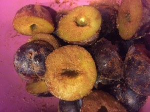 Plums sprinkled with sugar and cinnamon